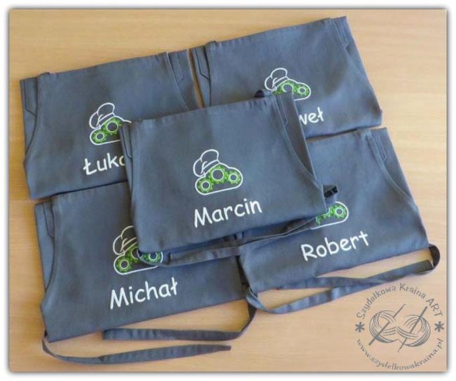 fartuch fartuchy z logo firmy firmowym haftem haftowane kuchenne do restauracji bistro kawiarni cukierni