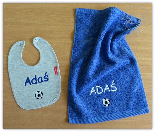 komplet z haftem dla dziecka dziecięcy personalizowany z personalizacją na zamówienie śliniak ręcznik z napisem haftowane prezent prezenty roczek narodziny