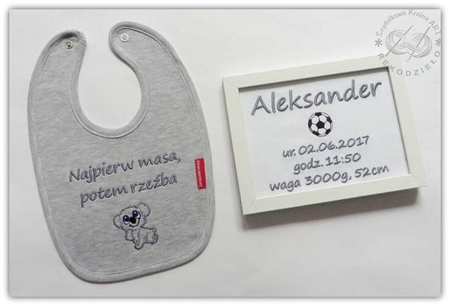 komplet z haftem dla dziecka dziecięcy personalizowany z personalizacją na zamówienie śliniak metryczka metryczki ramka z napisem haftowane prezent prezenty roczek narodziny
